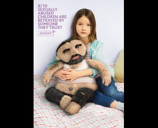 innocence-en-danger-pedophile-teddy-bears-father-260-89714